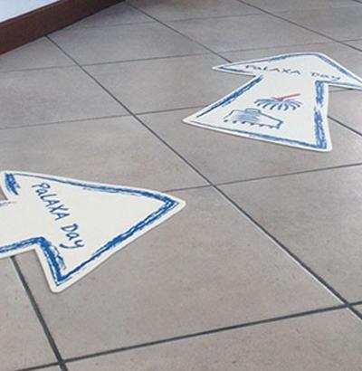 Floor communication con adesivi calpestatili