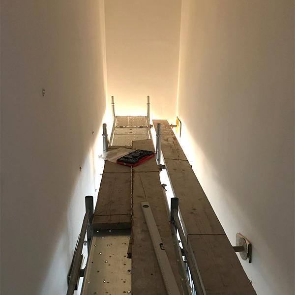 Ponteggio per installazione lightbox