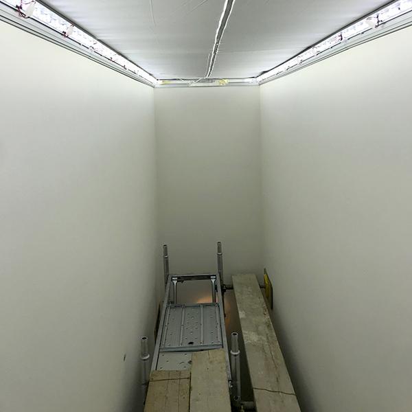 Ponteggio per installazione lightbox decorazione soffitto